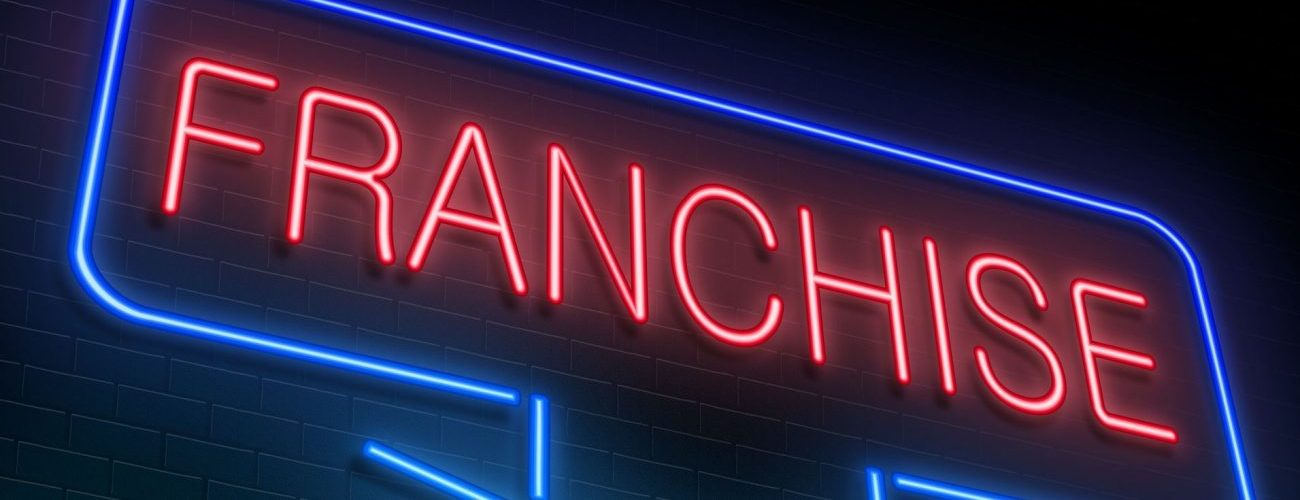 starting a business vs franchise Four factors you must consider when deciding between starting an independent business startup versus a franchise.