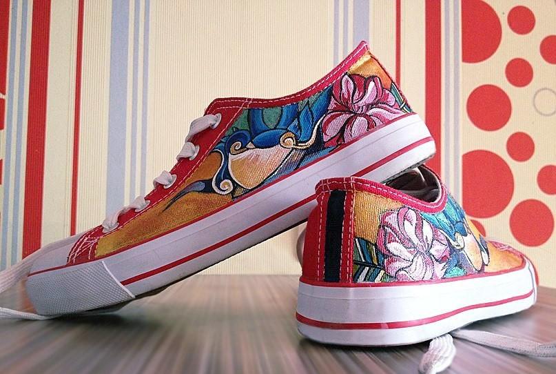 Ручная роспись обуви